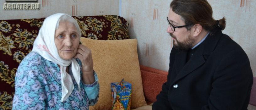 Архипастырь провел Рождественские встречи с прихожанам приклонного возраста, проживающими в г.Ардатове