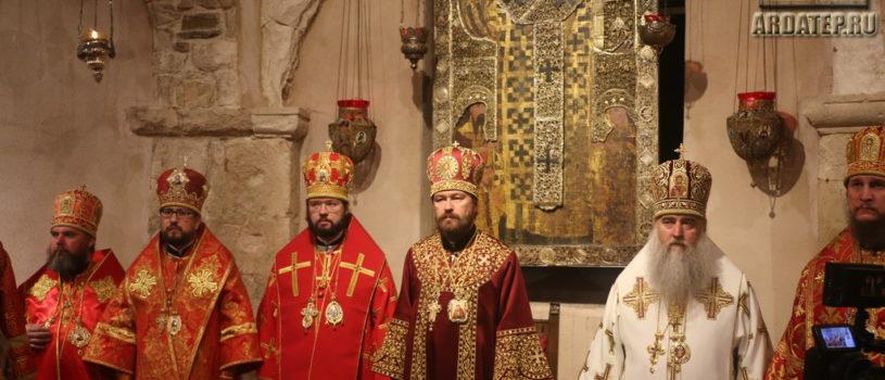 Божественная литургия в Базилике святителя Николая Чудотворца г.Бари (Италия), где пребывают мощи святителя