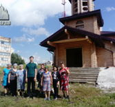 Жители 2-ого микрорайона г.Ардатова собрались для уборки территории вокруг нового строящегося храма в честь Новомучеников и Исповедников Российских