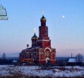 В с.Марьяновка Большеберезниковского района прошло историческое событие на кровлю старинного храма установили новые купола