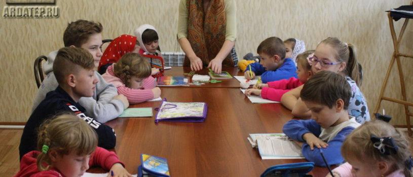В воскресной школе при Никольском кафедральном соборе г.Ардатова проходят регулярные занятияпосле воскресного богослужения