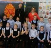 Клирик Никольского кафедрального собора посетил Пасхальный утренник в Ардатовской СОШ