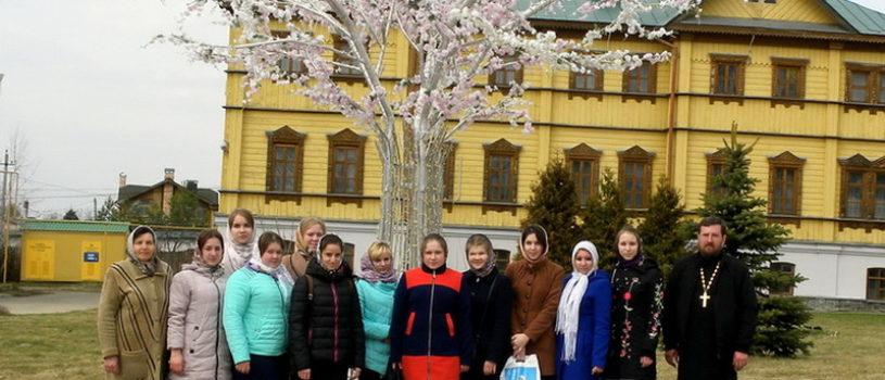Волонтеры молодежного православного движения «Милосердие» совершили паломничество в Свято-Серафимовский Дивеевский женский монастырь