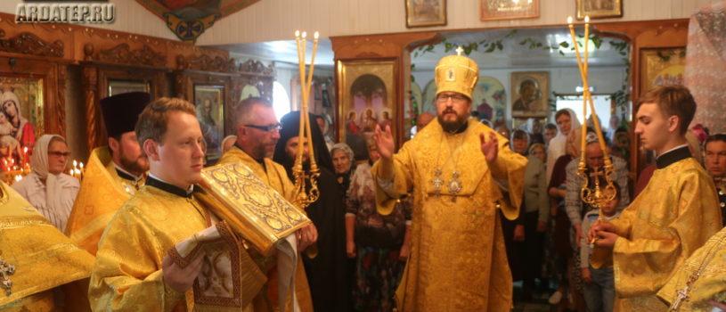 Архипастырь совершил Божественную литургию в Введенском приходе с.Лобаски 1-го церковного округа Атяшевского благочиния