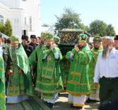 На Соборной площади Серафимо-Дивеевской обители перед Преображенским собором была совершена праздничная Божественная литургия, посвященная 115-й годовщине со дня прославления преподобного Серафима Саровского