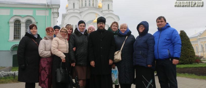 Паломники Ардатовской епархии совместно со своим Архипастырем посетили Серафимо-Дивеевский женский монастырь