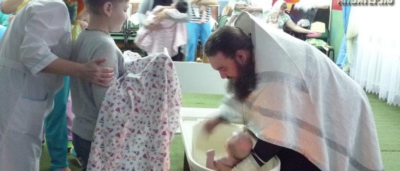 В Большеберезниковском специализированном доме ребенка было совершено Таинство Крещения