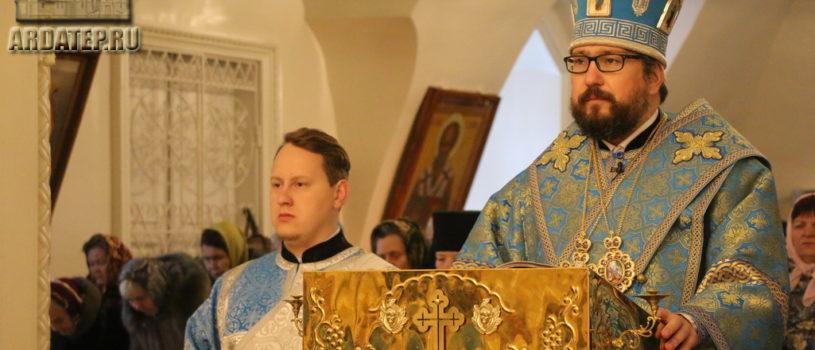 Архиерей совершил Божественную литургию в Никольском кафедральном соборе г.Ардатова в праздник Введения во храм Пресвятой Богородицы