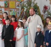 Стало доброй традицией в МБОУ «Кочкуровская СОШ» Дубенского района ежегодно проводить «Рождественскую ёлку»