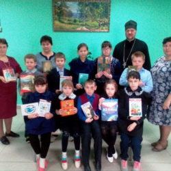 В рамках епархиальной благотворительной акции«Подари книгу детям» в Большеигнатовском благочинии подарили книги детям, находящихся в тяжелой жизненной ситуации и детям с ограниченными возможностямиздоровья