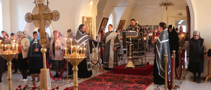 На Утрене Великого Пятка Церковь вспоминает Святые спасительные Страсти Господа нашего Иисуса Христа