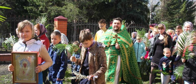 Традиционный детский крестный ход вокруг Никольской церкви с.Дубенки