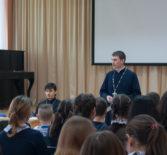 В Большеигнатовской СОШ прошла встреча учеников 8-11 классов с руководителем отдела «Защита семьи, материнства и детства»