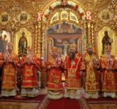 Архипастырь посетил Свято-Троицкий Серафимо-Дивеевский женский монастырь. Соборное богослужение в Светлый Четверг.