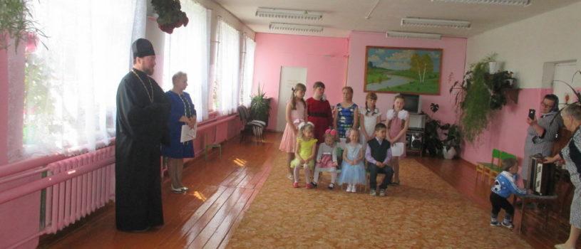Лобаскинская школа Атяшевского района на Светлой Седмице торжественно встретила Пасху Христову