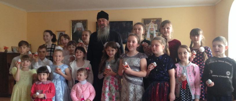 Воспитанники воскресной школы Благовещенского прихода п.Комсомольский Чамзинского района встретили Пасху Христову торжественным концертом