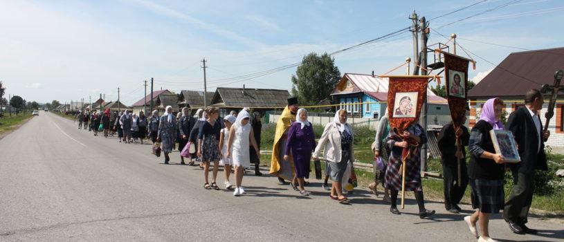 В Поводимово прошел Крестный ход до местночтимого святого источника святым первоверховным апостолам Петру и Павлу