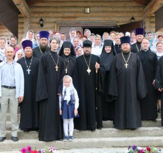 Вся полнота Ардатовской еархии поздравляет своего Архипастыря с 20-летием иерейской хиротонии