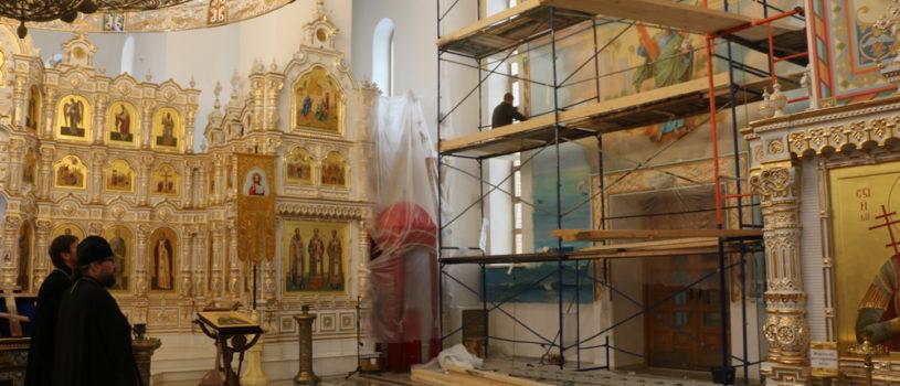 Архипастырь ознакомился с результатом иконописных работ в Андреевском храме п.Атяшево