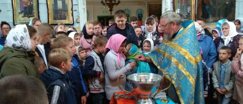 В праздник Успения Пресвятой Богородицыв Вознесенском приходе с.Атяшево прошел молебен на предстоящий учебный год