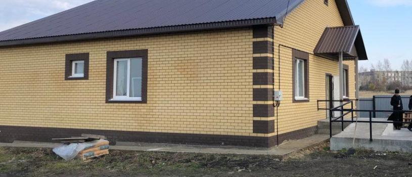 Архипастырь посетил строительную площадку строящегося дома для воина Сергея Мартьянова