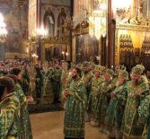 Накануне дня преставления преподобного Сергия, игумена Радонежского, всея России чудотворца в Успенском соборе Свято-Троицкой Сергиевой Лавры прошло Всенощное бдение