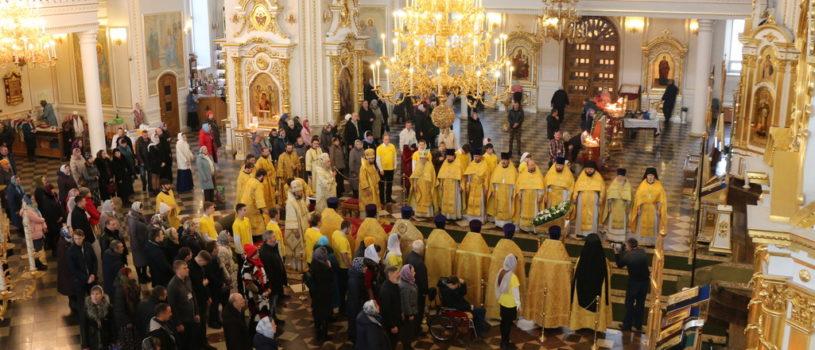 Воскресная Божественная литургия в Кафедральном соборе святого праведного воина Феодора Ушакова