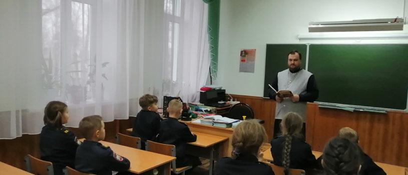 В кадетских классах Комсомольской СОШ №1 Чамзинского района каждую неделю проходит встреча со священнослужителем