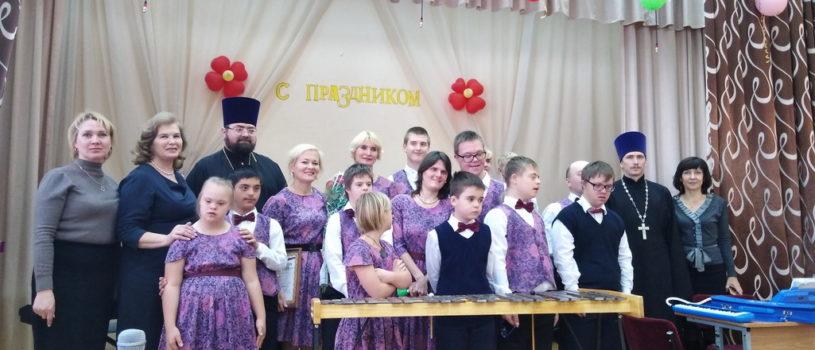 В Чамзинке выступил Эксклюзивный оркестр из Москвы «Солнечные нотки»