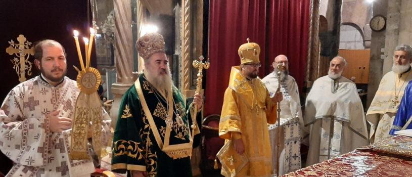 Паломники Ардатовской епархии молились за ночной Божественной литургией в храме Воскресения Христова г.Иерусалима