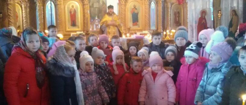 Юная паства Большеигнатовского благочиния отмечает День святителя Николая Чудотворца