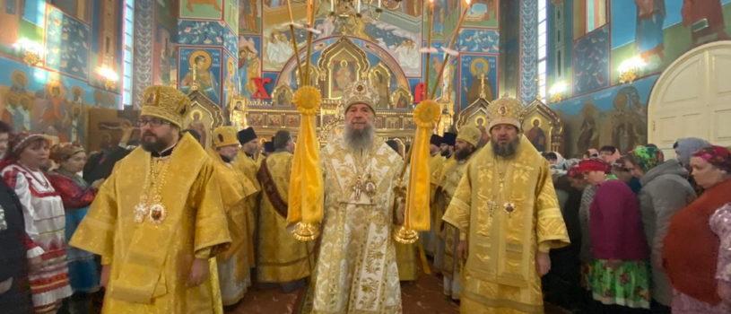 В День годовщины Архиерейской хиротонии Преосвященного Климента в кафедральном соборе Воскресения Христова г.Краснослободска прошло соборное богослужение