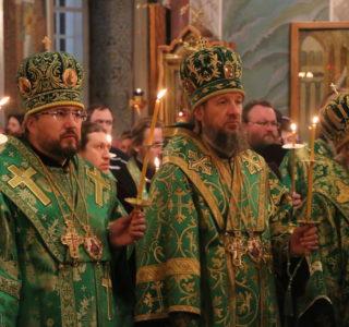 В Дивеево прошли праздничные вечерние богослужения на кануне памяти прп.Серафима Саровского