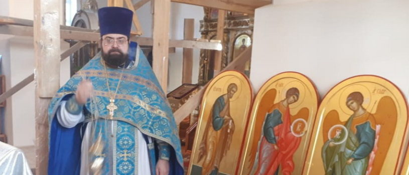 В храме Архангела Михаила п.Чамзинка освятили новые иконы для иконостаса