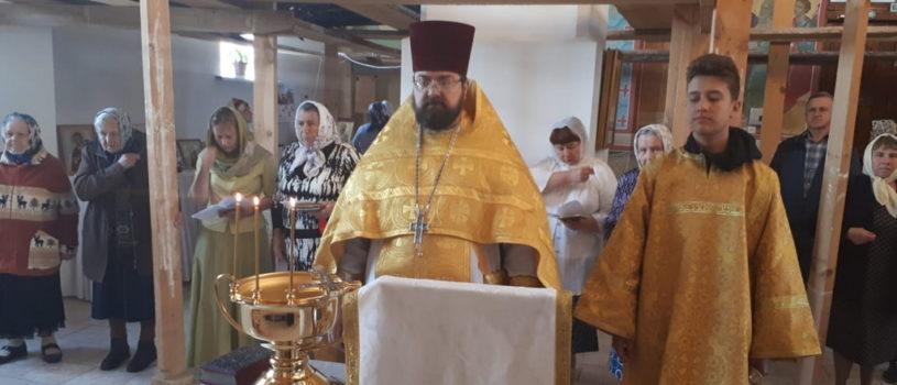 В Михайловском приходе п.Чамзинка освятили новые иконы пророческого ряда для иконостаса
