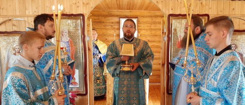 Архипастырь совершил Божественную литургию в Никольском храме с.Морга Дубенского района