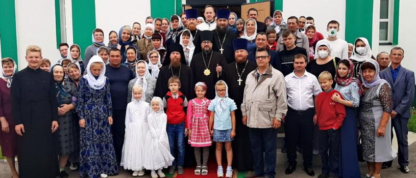 Архипастырь совершил Божественную литургию в Троицком храме с.Большие Березники