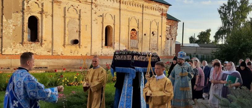 Всенощное бдение с чином Погребения Пресвятой Богородицы в Никольском кафедральном соборе г.Ардатова