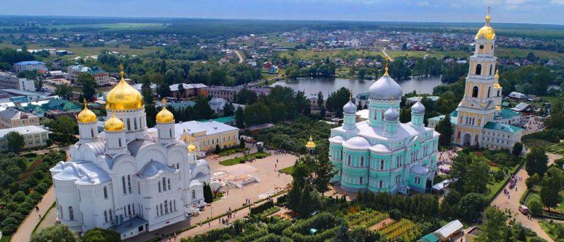Накануне дня памяти преподобного Серафима Саровского в Дивеевском монастыре состоялось праздничное Всенощное бдение