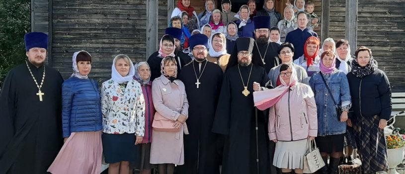 Архипастырь совершил Божественную литургию в Михайловском храме с.Большое Игнатово