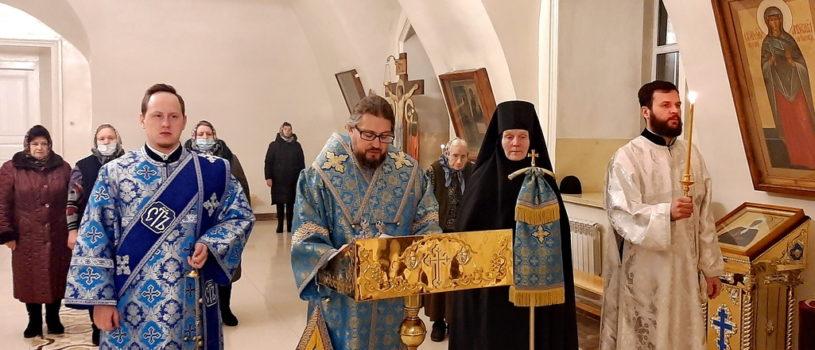 Всенощное бдение с чтением акафиста перед местночтимой иконой Божией Матери «Знамение» в Никольском кафедральном соборе