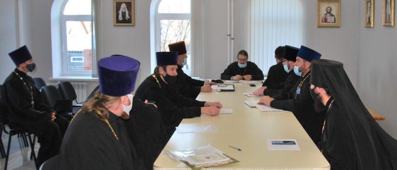Архипастырь провел отчетное годовое собрание для благочинных отцов и руководителей отделов Ардатовской епархии