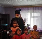 Архипастырь посетил многодетные семьи п.Атяшево и поздравил их с Новолетием и Рождеством Христовым