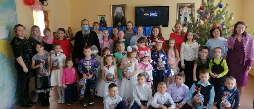 Воскресная школа Благовещенского прихода традиционно отметила праздник Рождества Христова