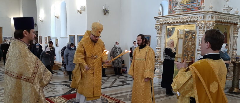 Архипастырь совершил Божественную литургию в Андреевском кафедральном соборе п.Атяшево