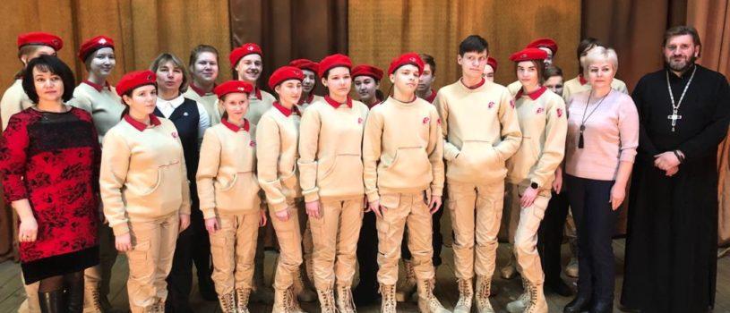 В день Сретения Господня, отмечается всемирный День православной молодежи. Молодежный отдел Ардатовской епархии совместно с движением «Юнармейцы» встретили праздник.