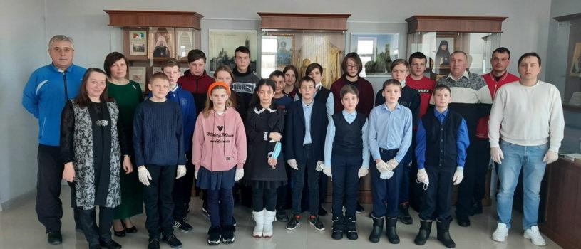 Для участников шахматного турнира организовали просветительскую экскурсию по епархиальному музею