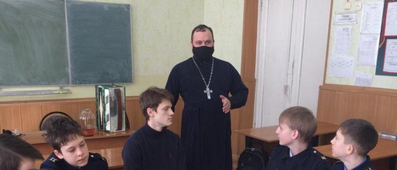 Духовник кадетского класса Комсомольской СОШ №1 Чамзинского района поздравил учеников с Масленицей