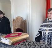 Накануне Великого Вторника Страстной седмицы Архипастырь молился за уставным богослужением в Никольском кафедральном соборе