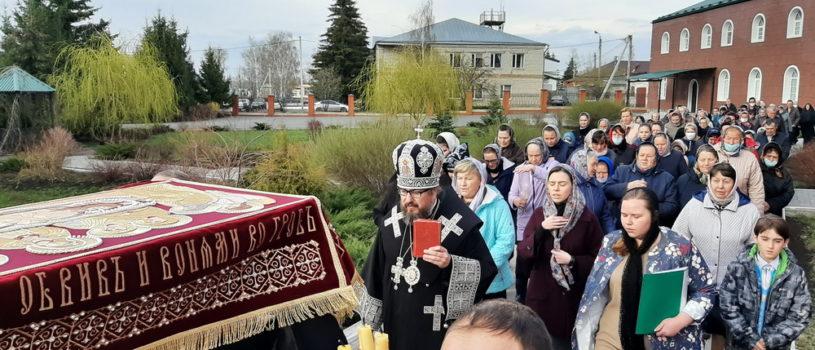 Архипастырь совершил Утреню с чином погребения Спасителя в Никольском кафедральном соборе г.Ардатова